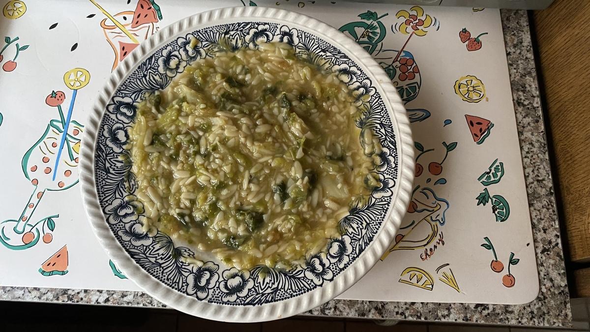 Col de Saboya con crema de champiñones y fideos de arroz (Kritharaki)