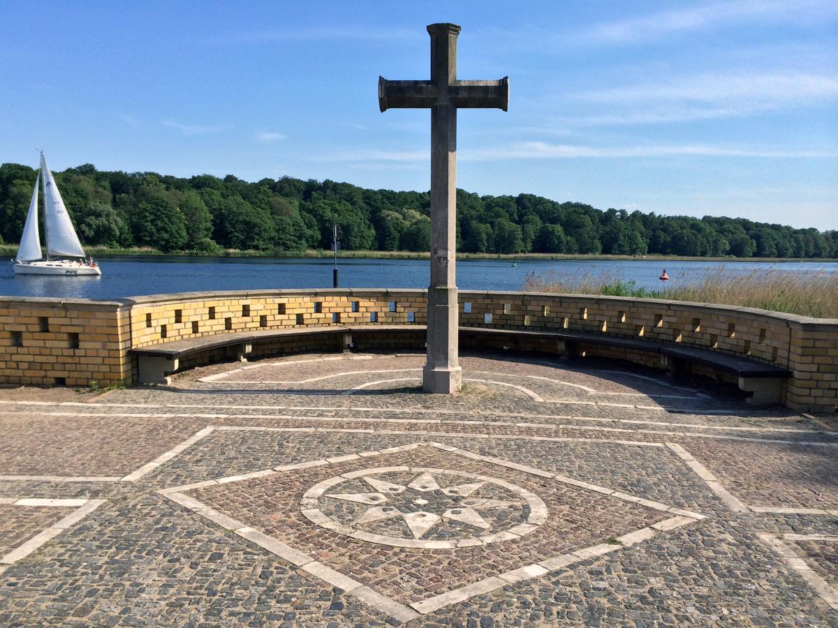 Kreuz - Heilandskirche - Port von Sacrow (Potsdam)