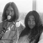 "John Lennon + Yoko Ono – Hilton-Hotel – Amsterdam – ""Bed-In"" – 1969"