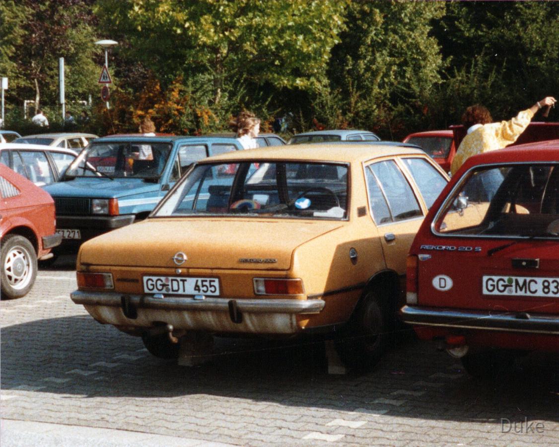 Parkplatz IKS - Rüsselsheim - Opel Rekord 1