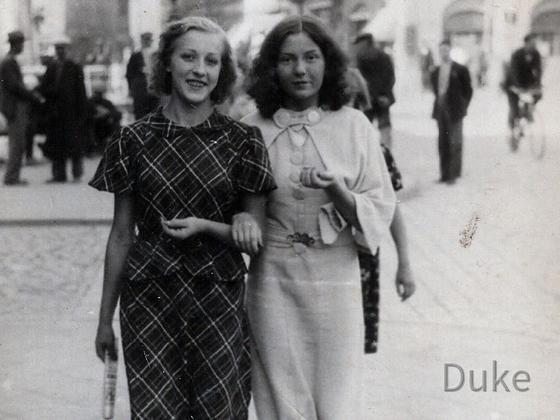 Juli in Kalisz - Jadwiga Wloch mit Schwester od. Freundin 1938