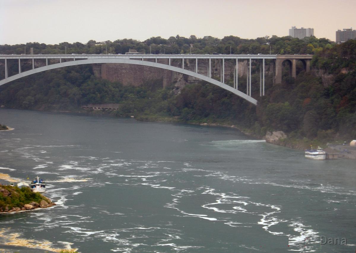 Brücke an den Niagarafällen in Kanada