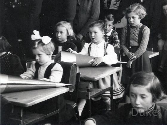 Einschulung Jahrgang 1947 - Königstädten 1953 - Erstes Schultag im Klassenzimmer