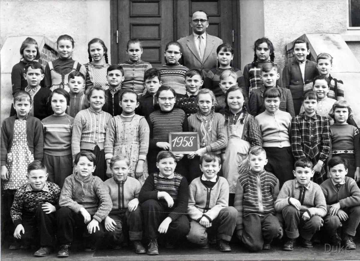 Klassenfoto 1958 von der 5. Klasse mit Lehrer Schaller - Königstädten - Jahrgang 1947