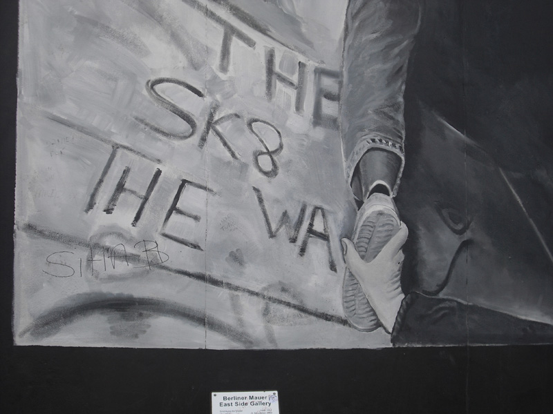 East Side Gallery - Berlin - Graffitis - The SK8 - The Wall