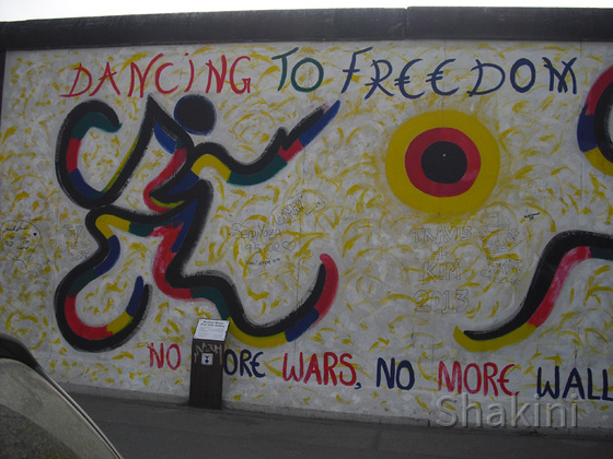 East Side Gallery - Berlin - Graffitis - Dancing To Freedom