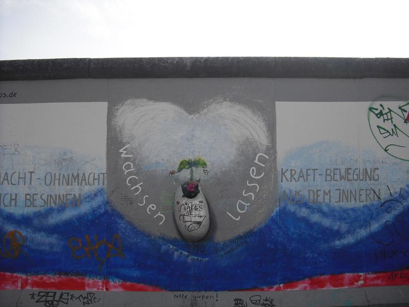 East Side Gallery - Berlin - Graffitis - Macht-Ohnmacht-Kraft-Bewegung