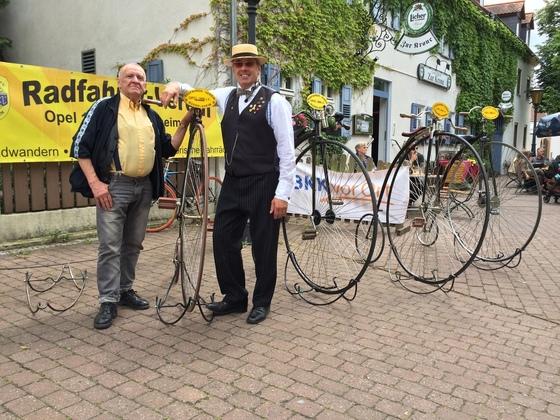 Meister des Opel-Hochrads - Königstädten-Opel-Bicycle-Party