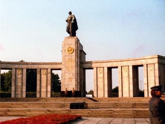 Sowjetisches Ehrenmal Tiergarten - Ost-Berlin - 1988