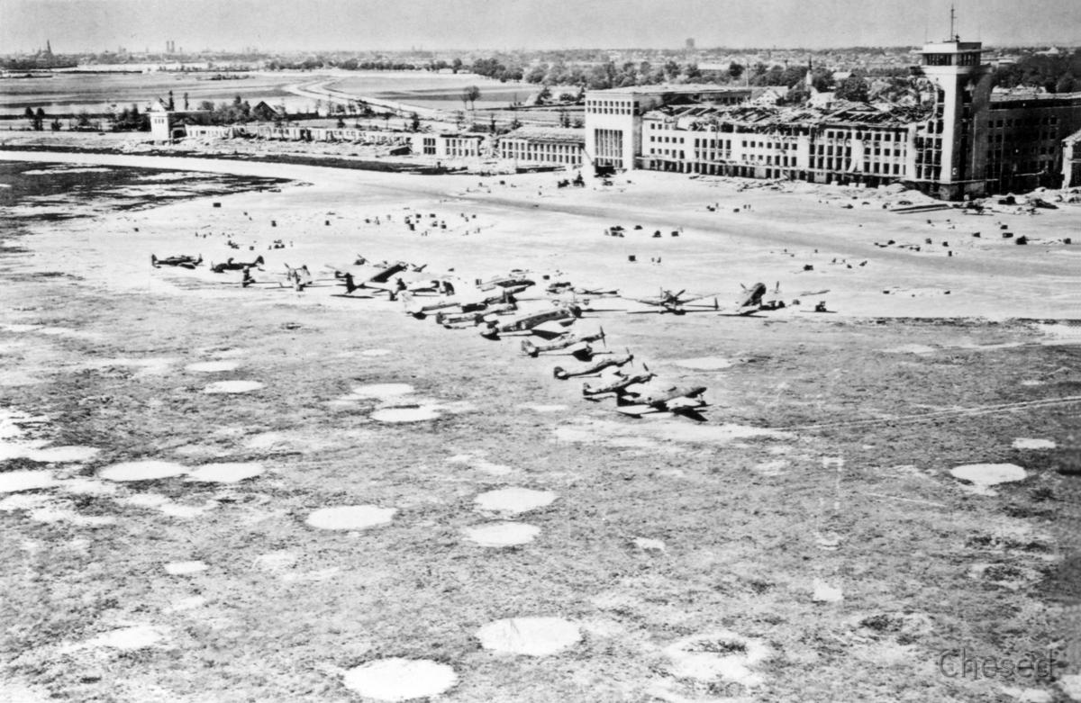Zerstörter Flughafen München-Riem 07.06.1945 - 2. Weltkrieg - Destroyed Airport Munich-Riem - World War 2