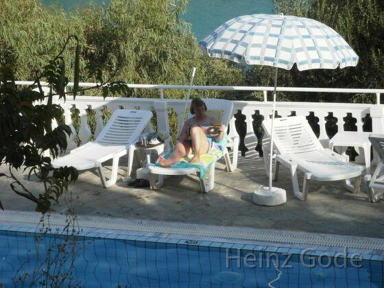 Angelika am Pool
