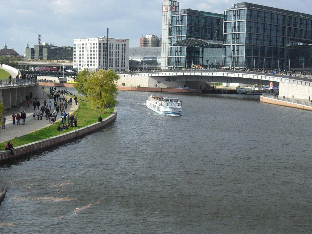 Hauptbahnhof Berlin an der Spree
