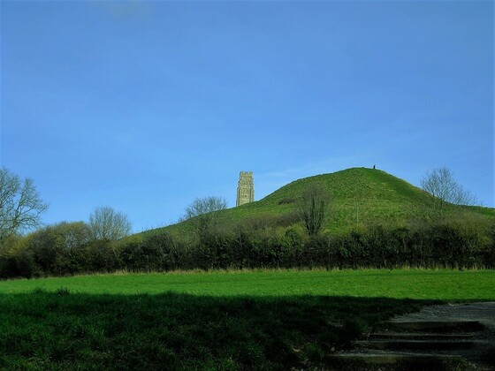 Glastonbury Tor - over the hill - über dem Hügel