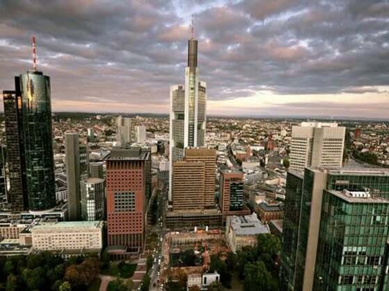 Frankfurt am Main - Timelapse - Anne Clark Sleeper in Metropolis