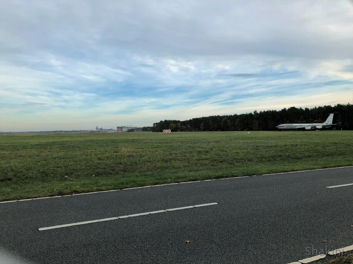 Rollbahn und die Boeing 707