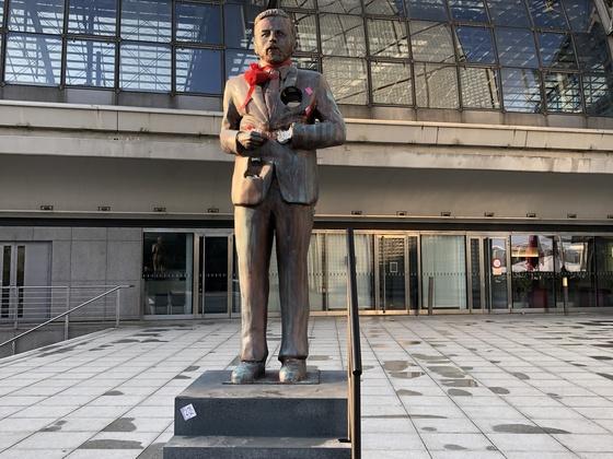 Schräges Denkmal von Klaas Heufer-Umlauf