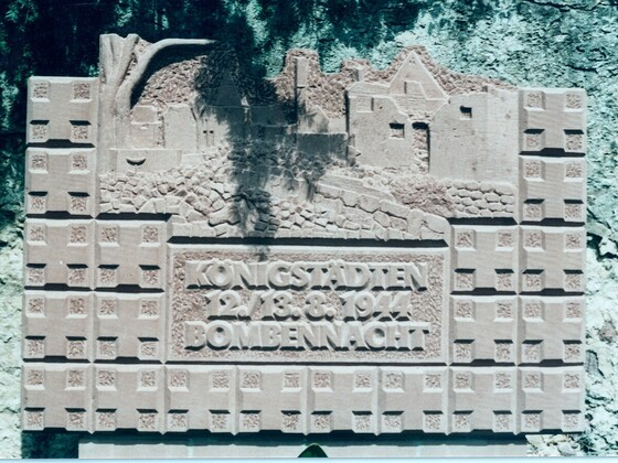 Denkmal der Bombennacht 12.-13.8.1944 an der Evangelischen Kirche in Rüsselsheim-Königstädten