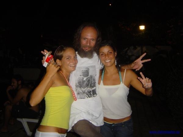 Party - Sareu feiert mit zwei Chicas