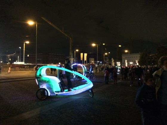 Leuchtendes Taxi