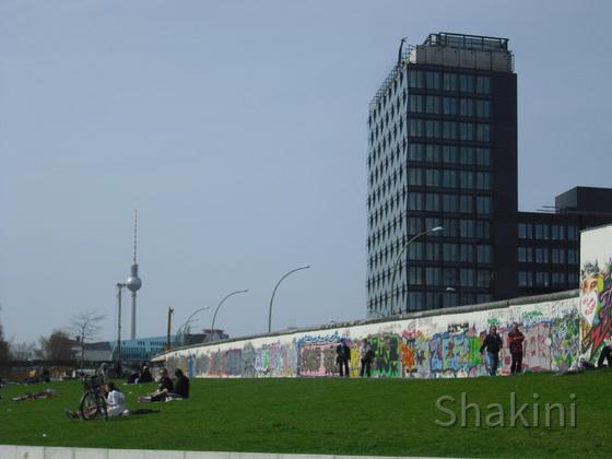 East Side Gallery - Berlin - Graffitis - Mauerreste - Berliner Fernsehturm