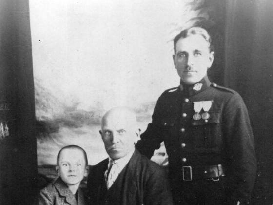 Pradziadek z synem i wnukiem