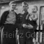 Heinz Gode als Baby mit Eltern 1942