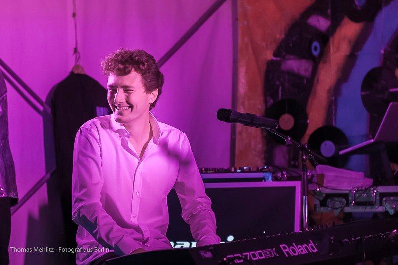 Blues Pianist Dan Popek 🎹 Legendäres Berliner Straßenfest
