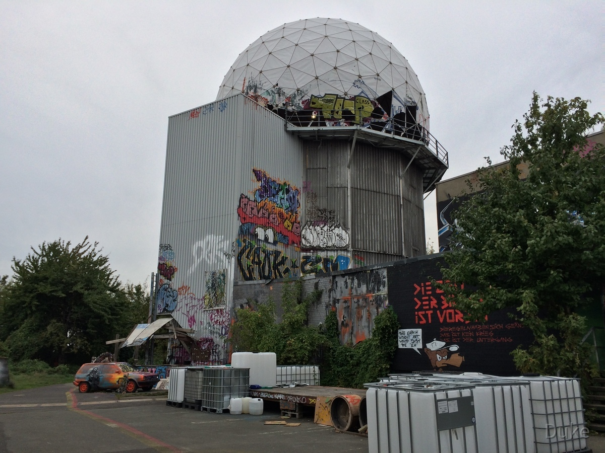 Berlin - Teufelsberg - Field Station - Radom-Romantik - Radome Romantic