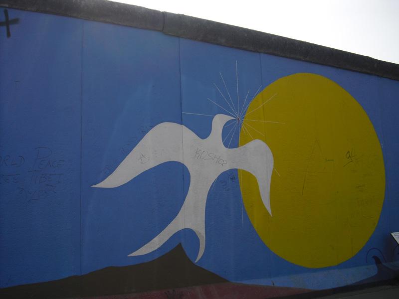 East Side Gallery - Berlin - Graffitis - Weiße Friedenstaube
