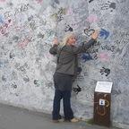 Shakini an der Mauer