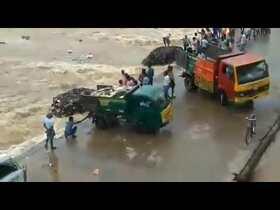 Cuddalore district's thittakudi taluk dumps garbage directly into water body video viral