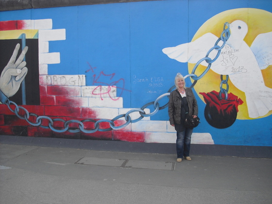 Shakini an der Berliner Mauer