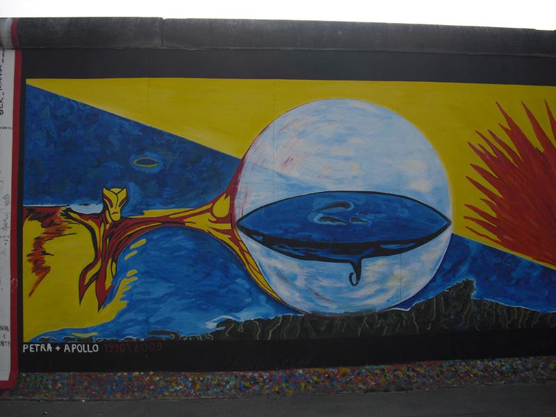 East Side Gallery - Berlin - Graffitis - Petra + Apollo