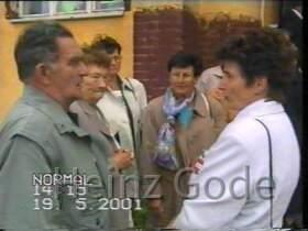 Klassentreffen 2001 Zentralschule Lehnin - Sportlehrer Fritz Schade, dahinter Alice Keltz, Marianne Franke mit Seidentuch, rechts vorne Marika Dalichow, Dietrich