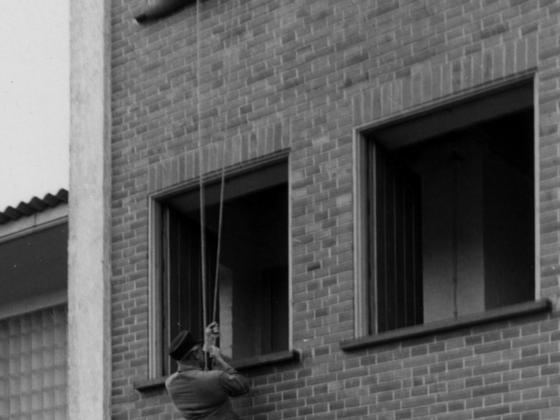 Feuerwehr Königstädten - Brandmeisterlehrgang - Kassel 1962 - Abseilen an der Hauswand