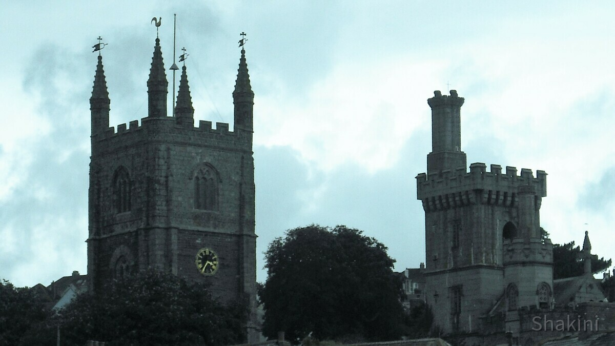 Türme der St. Fimbarrus Church in Fowey - Cornwall