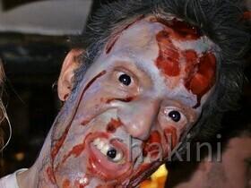 Sven als Zombie