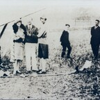 Dr. Fritz von Opel erster Flug am 30.9.1929 am Rebstockflughafen nach der Bruchlandung