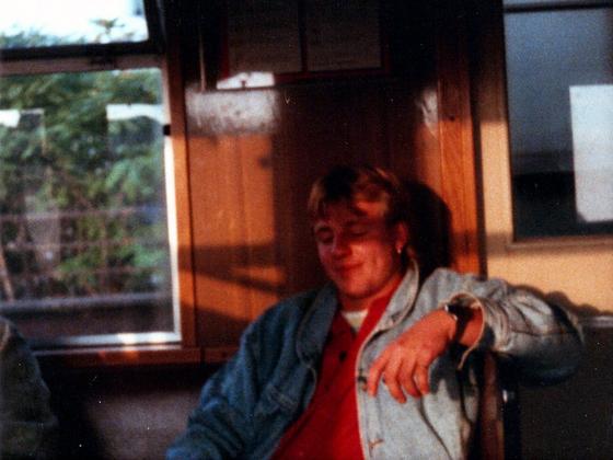 Duke erschöpft im Zug - Tagesreise nach Ost-Berlin - 1988