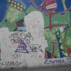 East Side Gallery - Berlin - Graffitis - Rotes Strichmännchen