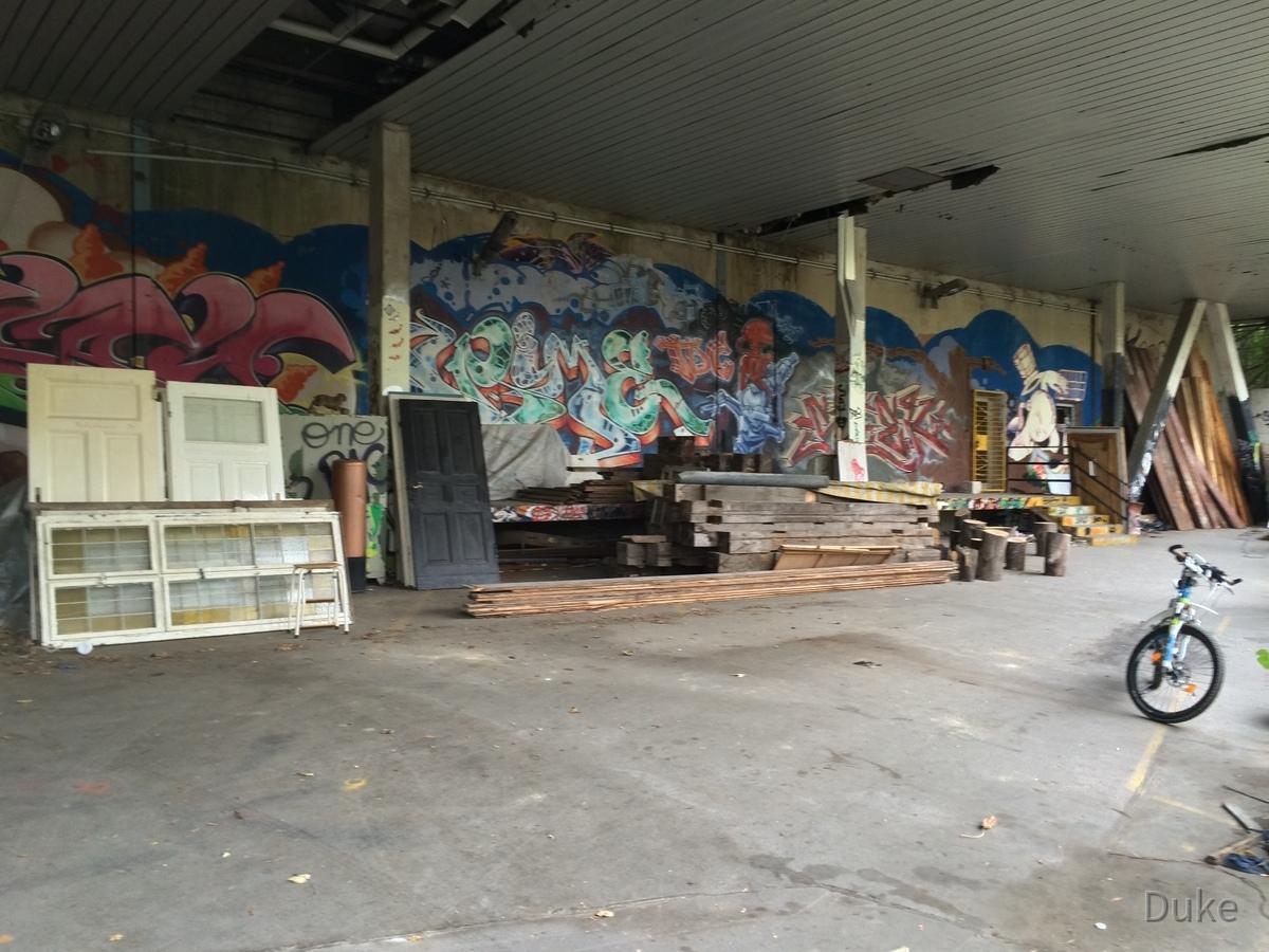 Berlin - Teufelsberg - Radarstation - Kantinengebäude mit Graffitis