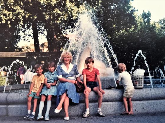 Mit Kindern im Berliner Zoo - August 1985