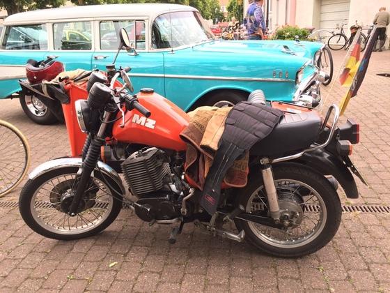 MZ Motorrad mit Beiwagen - Seitenansicht