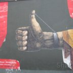 East Side Gallery - Berlin - Graffitis - Handschellen - Daumen