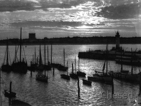 Royan 1940 - ROYAN - Le Port - Lever de Soleil