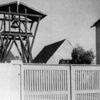 Kirchenglocke im Provisorischen Kirchturm 1951