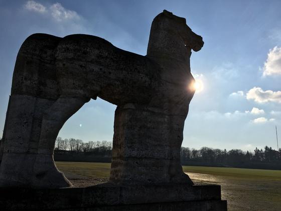 Olympiastadion Berlin - Pferd mit Reiter - Statue am Maifeld