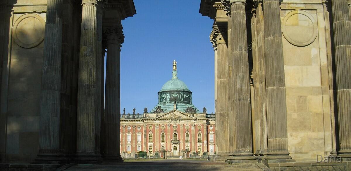 Tor am Neuen Palais