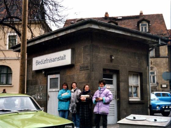 Öffentliches Scheißhaus Ost-Berlin 1988 - Oberstufenfahrt Deutsch-Leistungskurs Fr. Mattke