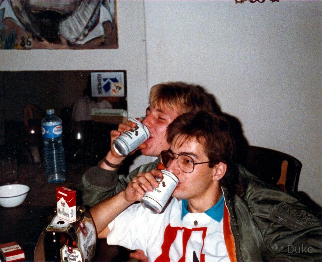 Wettsaufen - Dosenbier-Party - Berlin-Kreuzberg - 1988